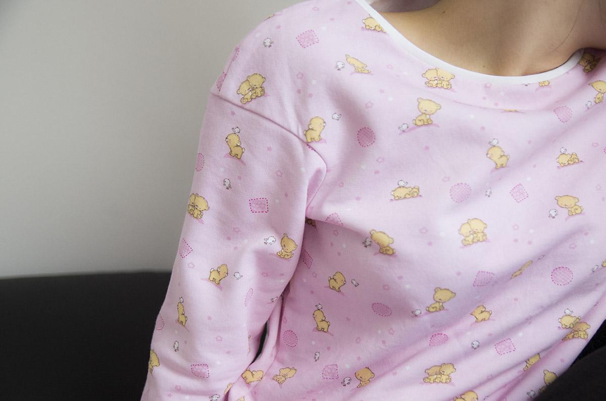Piżama w misie, dekolt